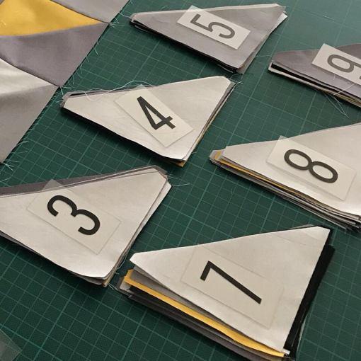 Alle driehoeken gesneden en verzameld per rij